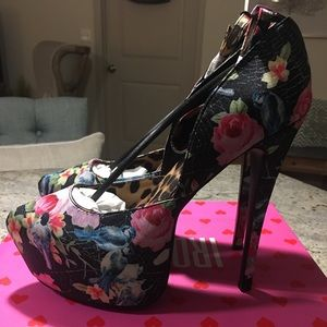 NWOT - Iron Fist Pretty Bird Super Platform